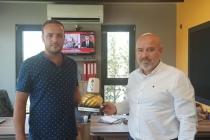 Dernek Yönetim Kurulu üyemiz Erkan Hoşnut iş yerinde ziyaret edildi.
